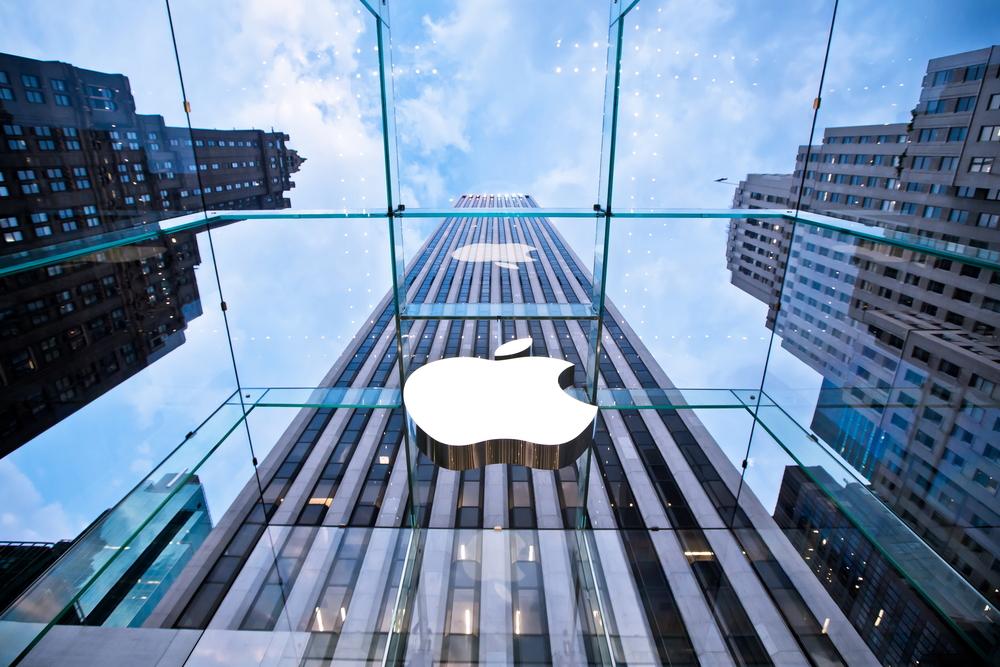 Apple (Andrey Bayda / Shutterstock.com)