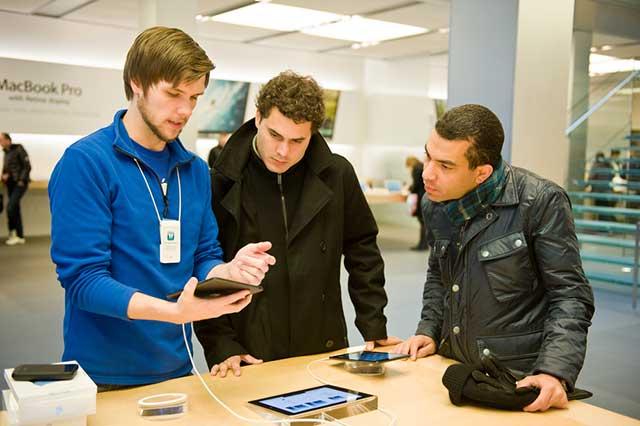 Apple store genius met klanten