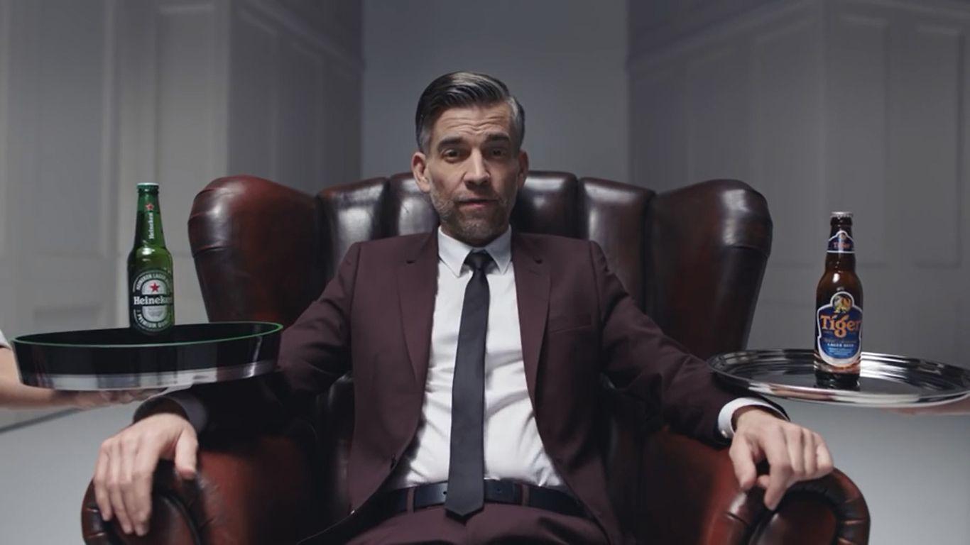 draaimolen Onder het bureau bij een sollicitatiegesprek