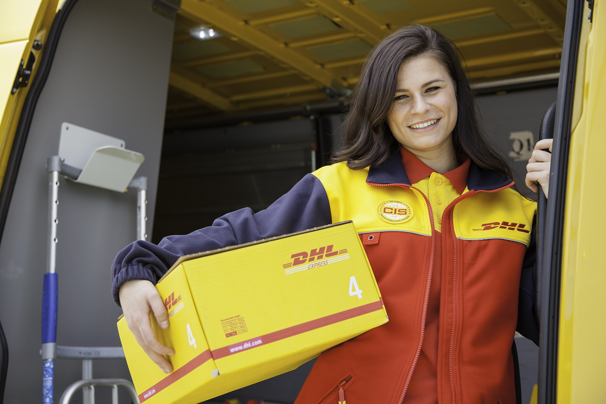 https://www.emerce.nl/content/uploads/2017/05/DHL20Express20koerier.jpg