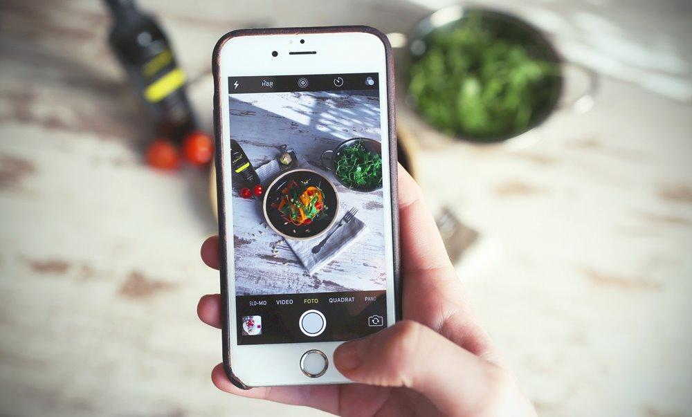 6380c7710a5 Een op de vijf Nederlandse jongeren koopt wel eens iets via Instagram. Het  gaat daarbij vooral om impulsaankopen. Jonge mannen gaan daarin verder dan  ...