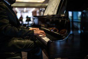 piano hotellobby